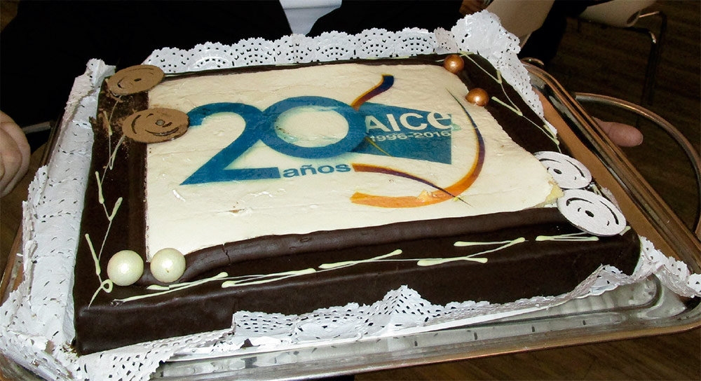 Pastel conmemorativo de la celebración del 20º aniversario de AICE