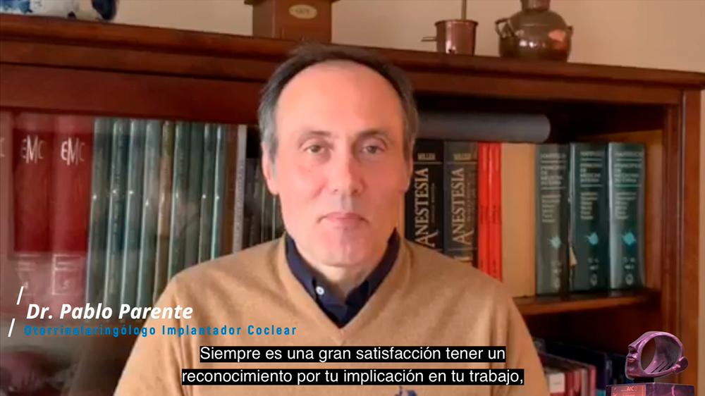 Dr. Pablo Parente, del servicio de ORL del Complejo Hospitalario Universitario de La Coruña, agradeciendo el Premio AICE 2020