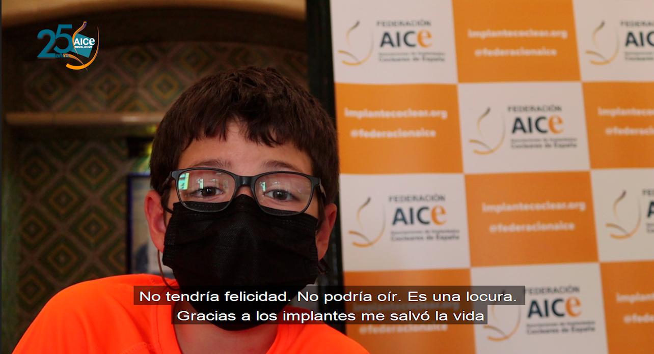 Niño de 10 años dando las gracias por el Implante Coclear